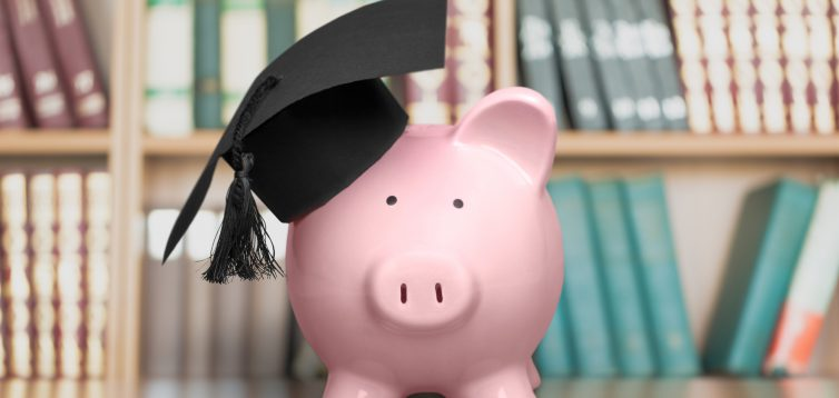 В Україні можуть почати штрафувати за дипломи та дисертації, написані на замовлення