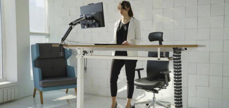 (Рус) Преимущества покупки столов с электрической регулировкой
