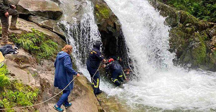 Школи почали масово скасовувати екскурсії, після загибелі дитини на водоспаді