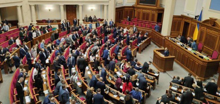 В Верховную Раду проходят 7 партий, — опрос