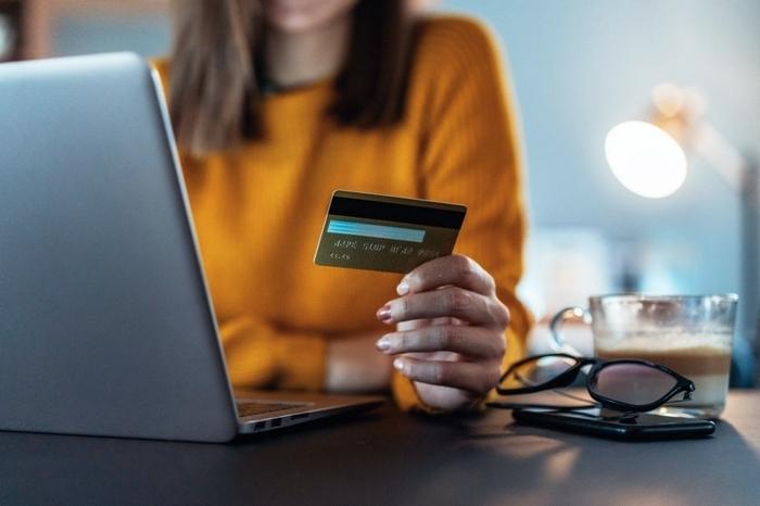 Як оформити кредит онлайн на карту