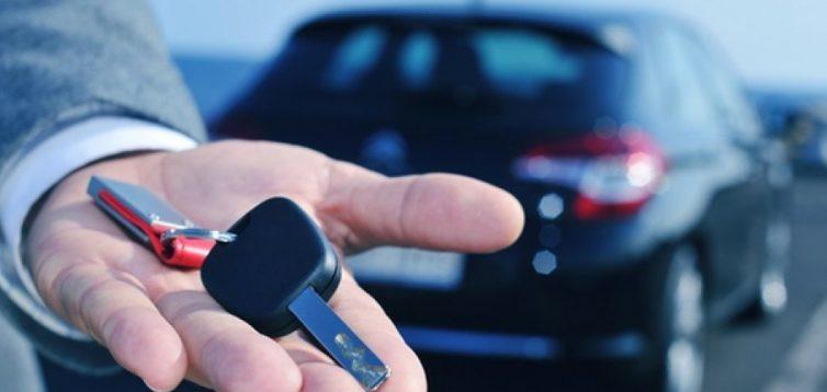 Чи вигідно орендувати авто в Україні