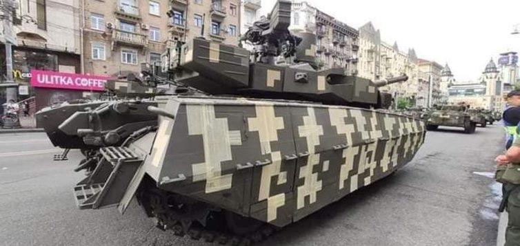 Командование ВСУ объяснило, почему на репетиции парада танк «Оплот» был обклеен малярной лентой