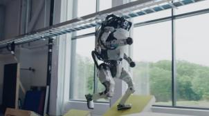 Скоро переплюнуть людину: роботи Boston Dynamics вразили паркур-трюками