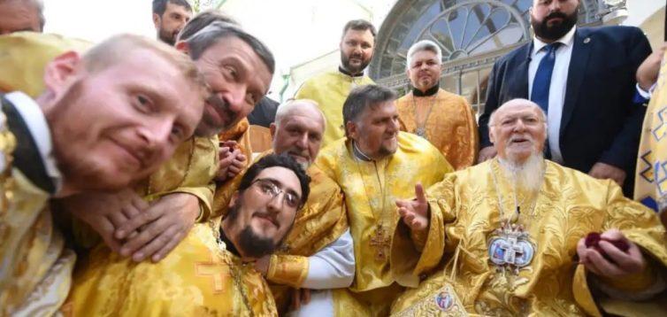 """""""Живі люди, не уявляю такого в РПЦ"""": українці коментують Селфі з Вселенським Патріархом Варфоломієм"""