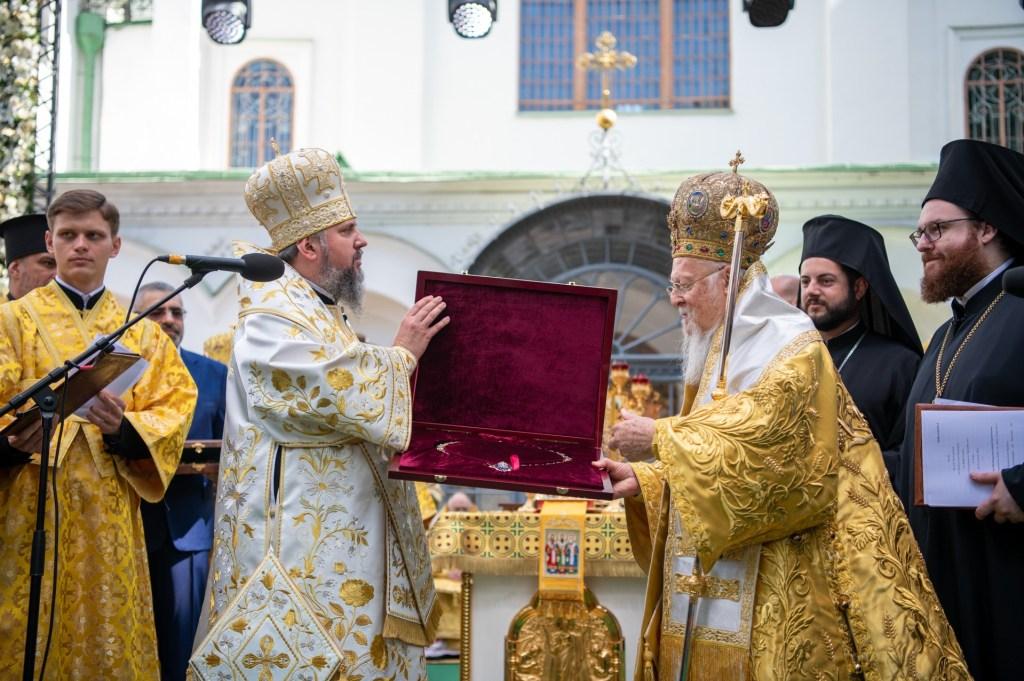 ПЦУ вручила Вселенському Патріарху Великий хрест Ордена святого Архистратига Михаїла