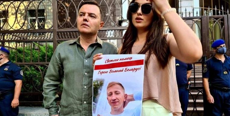 Біля посольства Білорусі в Києві відбулася акція пам'яті загиблого опозиціонера Шишова