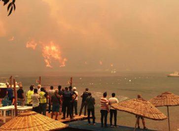 Експерти розповіли, чи повернуть гроші українцям за путівки через пожежі у Туреччині