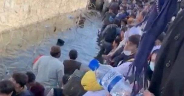 Афганцы прячутся в канализации, чтобы сбежать от «Талибана»