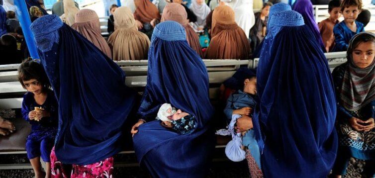 В Афганистане женщинам запретили работать