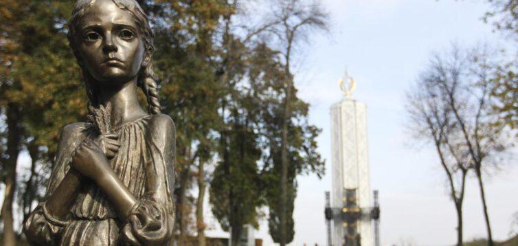 Жертвами Голодомору стали 10,5 мільйонів українців, з яких 4 мільйони дітей