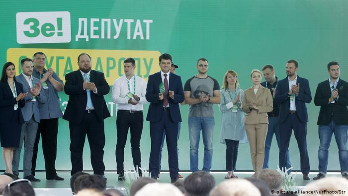 За два года родственники депутатов от «Слуги народа» приобрели машины, квартиры и участки, — КВУ
