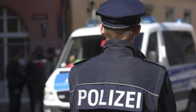 У Німеччині клієнт застрелив касира заправки через вимогу надіти маску