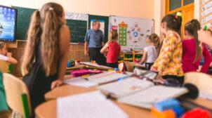 У МОЗ заявили, що у школярів не вимагатимуть результати COVID-тестів