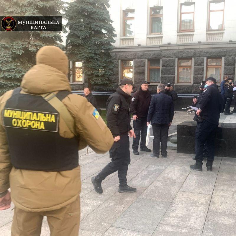У Києві чоловік намагався себе підпалити біля будівлі Офісу президента