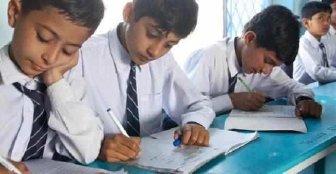 Талибы запретили афганским девушкам ходить в школу