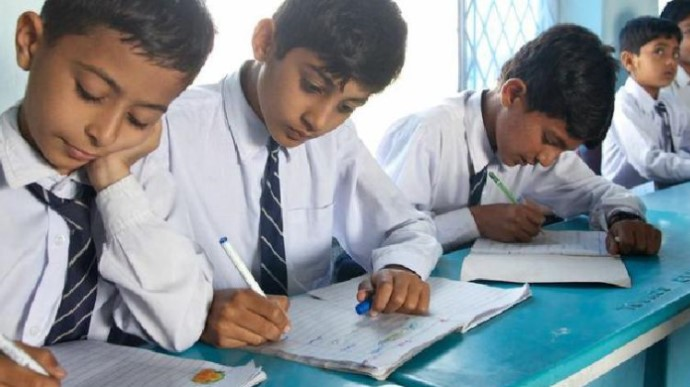 Таліби заборонили афганським дівчатам ходити до школи