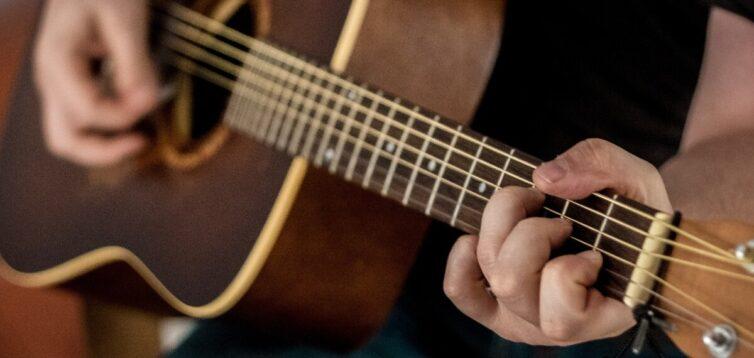 (Рус) Вестерн гитара: особенности и преимущества