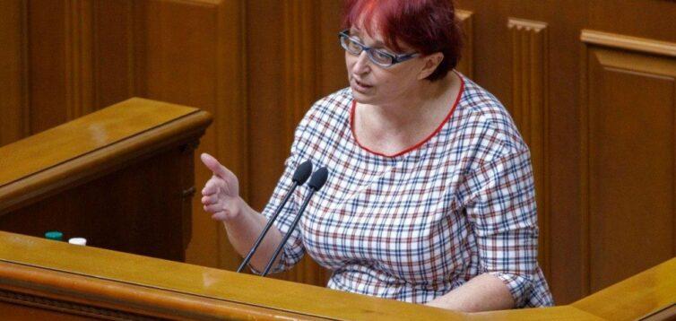 """У """"Слузі народу"""" не бачать причин звільняти Третьякову, яка зраділа смерті колеги Полякова"""