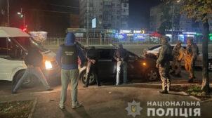 """У Києві банда """"накачувала"""" людей в барах і грабувала. Одна жертва померла"""