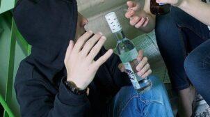 У РФ 7-річна дівчинка отруїлася сурогатним алкоголем, який пила в компанії однолітків