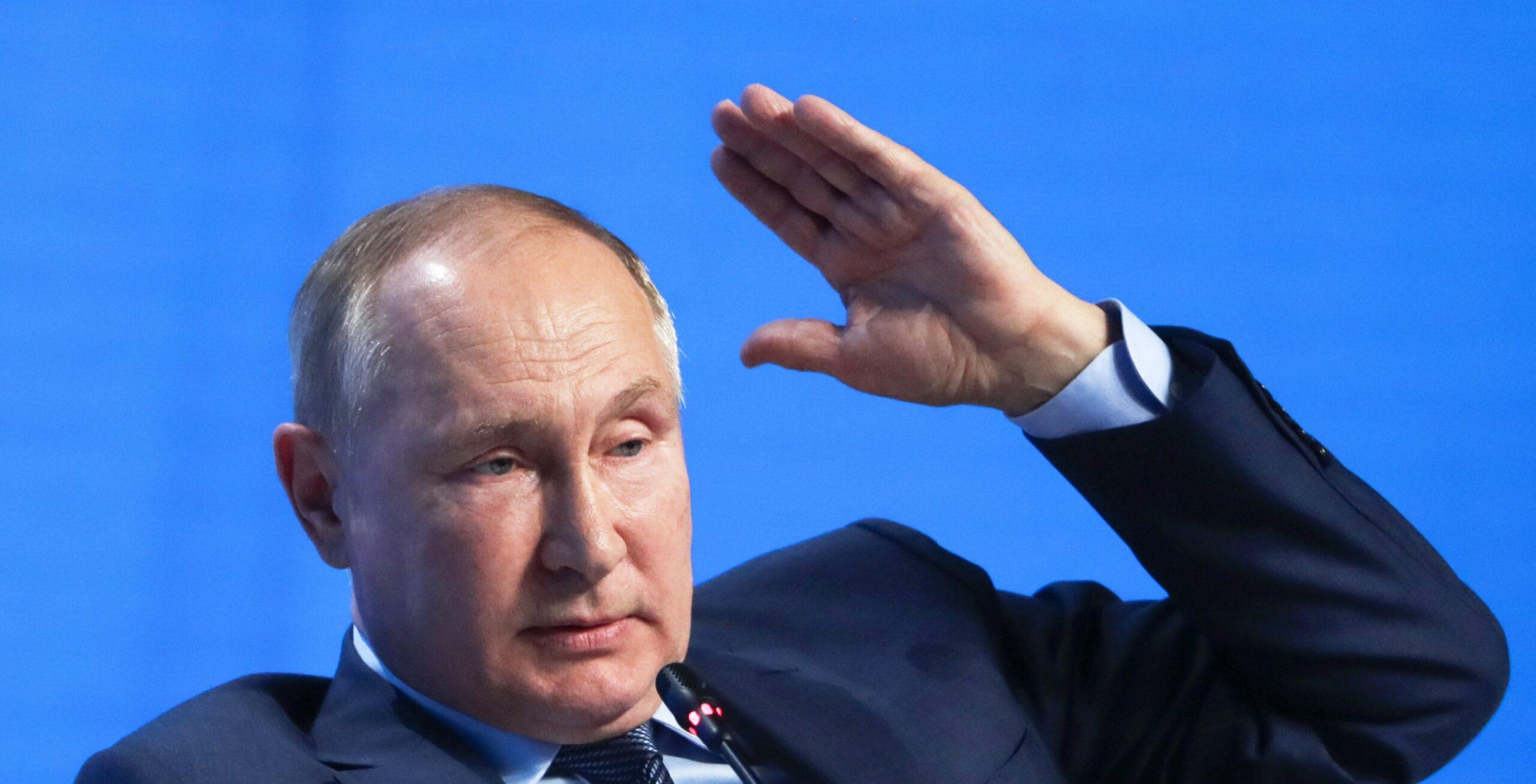 Путін заявив, що візит глави Пентагону відкриває двері НАТО для України
