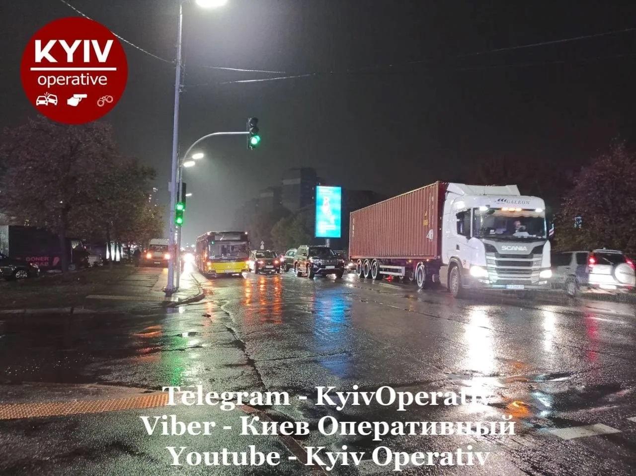 Масштабна ДТП у Києві: на Харківському шосе зіткнулися 7 автомобілів